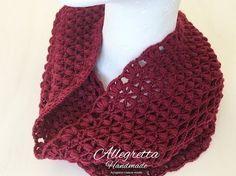 Scaldacollo all'uncinetto semplice e veloce Prayer Shawl Patterns, Doily Patterns, Crochet Patterns, Crochet Scarves, Crochet Shawl, Crochet Stitches, Crochet Art, Love Crochet, Crochet Bracelet