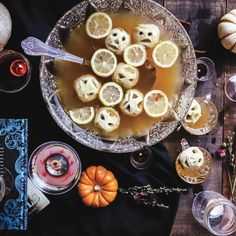 Spooky Garnishes For Your Halloween Party - Shrunken Heads! Voodoo Party, Voodoo Halloween, Halloween Punch, Halloween Cocktails, Holidays Halloween, Spooky Halloween, Halloween Treats, Halloween Party, Halloween 2016