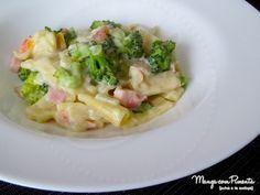 Macarrão penne ao molho branco, brócolis e presunto, para deixar qualquer refeição na sua casa com sabor de final de semana. Clique na imagem para ver a receita no blog Manga com Pimenta.
