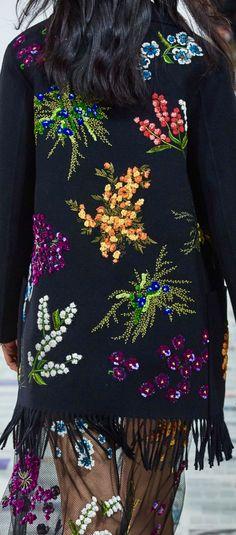 Christian Louboutin OFF! 70s Fashion, Fashion 2020, Timeless Fashion, Fashion Show, Fashion Outfits, Christian Louboutin Shoes, Christian Dior, Love Design, Diy Design