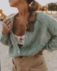 ✔ Fashion Inspo Summer Cardigans to Crochet the Celtic Stitch with these step-by-step photo and written instruction Cardigan Fashion, Knit Fashion, Ugly Christmas Sweater Women, Summer Cardigan, Moda Boho, Knitting Designs, Mode Inspiration, Cardigans For Women, Sweater Outfits