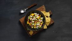 Ceviche av torsk og laks er en lettvint, digg og kjapp middag! Ceviche, Chili, Mango, Beverages, Cheese, Snacks, Diabetes, Food, Cilantro