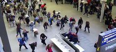 Impresionante este flashmob que tuvo lugar en la estación de tren de Londres - http://viral.red/impresionante-este-flashmob-que-tuvo-lugar-en-la-estacion-de-tren-de-londres/