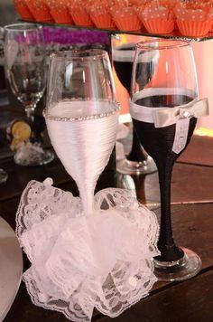 Taca personalizada noivo e noiva, e personalizamos de acordo com o vestido da noiva e o terno do noivo. R$ 95,00