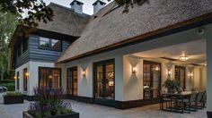 Wilt u een exclusieve rietgedekte villa bouwen? Uw luxe rietgedekte villa kan in verschillende stijlen worden ontworpen. Samen met aannemersbedrijf Wielink en een ervaren architect op het gebied van rietgedekte villa's, zullen wij met u een ontwerp maken die bij uw wensen aansluit. http://www.aannemersbedrijfwielink.nl/bouwspecialiteiten-aannemersbedrijf-wielink/woningbouw/