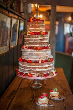 a beautifully quaint English country pub wedding in Hampshire | uk wedding blog