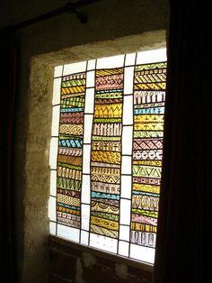 un vitrail africain dans un intérieur ancien, les pièces à vivre,Le vitrail dans la maison, Vitrail