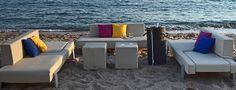 Beach è un comodo ed elegante lettino prendisole. L'imbottitura Tecnorev avvolge la struttura in alluminio, materiale nobile e solido. Rever completa le funzioni del lettino e lo trasforma velocemente in un comodo ed elegante divano per zone lounge dove poter trascorrere piacevoli momenti di relax. Outdoor Furniture Sets, Outdoor Decor, Relax, Lounge, Beach, Design, Home Decor, Elegant, Airport Lounge
