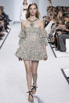 Giambattista Valli ready-to-wear spring/summer '17: SHAPE