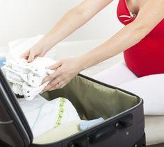 Einige Wochen vor dem errechneten Geburtstermin steht das Packen der Kliniktasche an – und das aus gutem Grund. Was Ihr unbedingt dabei haben solltet, wenn das Baby sich auf den Weg macht, erfahrt Ihr hier. http://www.fuersie.de/baby/artikel/kliniktasche-das-sollten-sie-einpacken