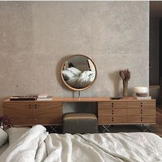 An stunning bedroom designed by Studio Hermany featuring our 'Componível' vanity & dresser designed in the 1960s by Jorge Zalszupin and reissued by Etel.