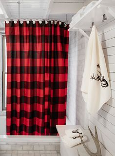 Trendy hunter check in a traditional red and black contrast, perfect for completing your urban lodge decor. - Easy-care and durable waterproof polyester fabric - Anti-rust metal eyelets - Weighted bottom seam - 180 x 180 cm