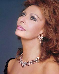 SOPHIA LOREN - Beauty never ages.