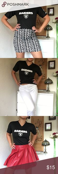 FRANKLIN RAIDERS Athletic Top - Size Medium Franklin Raiders Athletic Top in excellent condition. The shirt is a boys/kids jersey, but the length works perfect for any pretty lady who is trying to make their fan attire more girlie 🤓 the shirt would look great paired with skirts, shorts and jeans :) MATERIALS: 100% Polyester. Only flaw is the price that has faded out as seen on last picture Franklin Tops Tees - Short Sleeve