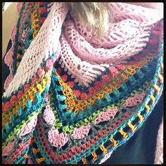 Sunday Shawl ~ Crochet pattern by The Little Bee.. https://www.etsy.com/nz/listing/196313873/crochet-shawl-pattern-instant-download