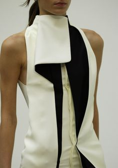 Balenciaga at Paris Fashion Week Spring 2004 - Details Runway Photos Runway Fashion, Fashion Art, Womens Fashion, Fashion Trends, Fashion Design, Fashion Quotes, Sculptural Fashion, Contemporary Fashion, Balenciaga Spring