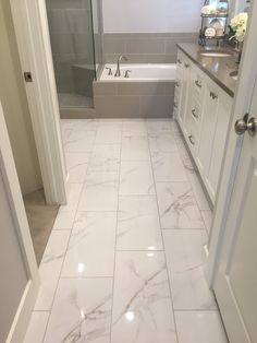 10 Tips for Designing a Small Bathroom   Deco   Pinterest   Spaces     I like shiny tile