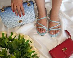 Momento relax perfect... com flat no pé e bolsa de cortar a respiração.  .  .  .  .  #oquetanamoda #oqtanamoda #modafeminina #glamourdodia #lookdodia #fashionbrazilians #fashionbloggers #Blogger #bloggerfashion #BloggerStyle#amosapato #sapatofeminino #Amosalto #saltoalto #loveshoes #perfect #sapatododia #sapatofesta #sapatodenoiva  Como diria o grande Platão...Tente mover o mundo - o primeiro passo será mover a si mesmo.