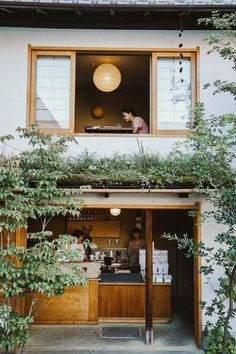 Japan has a strong culture of coffee, and you'll find in every city, there's always a coffee shop. With these 7 coffee shops not to miss in Kyoto Cafe Restaurant, Restaurant Am Wasser, Cafe Bar, Modern Restaurant, Coffee Shop Design, Cafe Design, House Design, Design Shop, Design Design