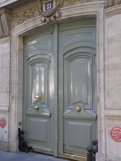 have some decorum: Perfect green, Paris Green paint doors French Doors, Exterior Paint, Front Door Colors, Painted Doors, Windows And Doors, Entrance Doors, Entry Doors, Exterior Doors, Door Entryway
