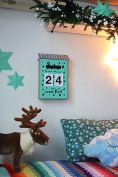La nouvelle boîte aux lettres-calendrier de l'avent - Pour mes jolis mômes, mais pas que... Merry Christmas To You, Merry Xmas, Christmas Crafts, Christmas Ideas, Cork Crafts, Bottle Crafts, Wind Chimes Craft, Christmas Wine Bottles, Diy Advent Calendar