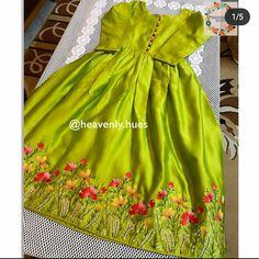 Simple Pakistani Dresses, Pakistani Fashion Casual, Pakistani Wedding Outfits, Pakistani Dress Design, Stylish Dress Designs, Designs For Dresses, Dress Neck Designs, Stylish Dresses, Embroidery Suits Design