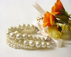 Pearl bracelet. Various sized glass pearl beads