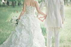 前撮り ハート Wedding Photography Styles, Bridal Photography, Wedding Photography Inspiration, Wedding Styles, Pre Wedding Photoshoot, Wedding Poses, Wedding Dresses, Wedding Ideias, Wedding Entourage