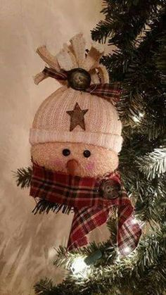 Handmade grubby Snowman ornaments assorted homespun scarves used Christmas Ornament Crafts, Etsy Christmas, Christmas Sewing, Snowman Ornaments, Primitive Christmas, Felt Christmas, Christmas Snowman, Christmas Projects, Christmas Tree Ornaments