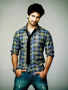 Shahid Kapoor is an Indian film actor. He started his career by working in music videos and advertisements, and made his Bollywood debut with Ishq Vishk and won a Filmfare Award for Best Male Debut for his performance. Bollywood Images, Bollywood Actors, Bollywood Celebrities, Bollywood Fashion, Bollywood Style, Bollywood Gossip, Indian Male Model, Shahid Kapoor, Ranbir Kapoor