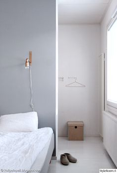 Bedroom grey and white ☁️ Modern Minimalist Bedroom, Minimal Bedroom, Gray Bedroom, Home Bedroom, Bedroom Decor, Japanese Interior, Scandinavian Interior, Floating Nightstand, Home And Living