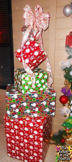 Lessard Buildersu0027 float has a Dr Seuss theme with the Grinch not - dr seuss christmas decorations