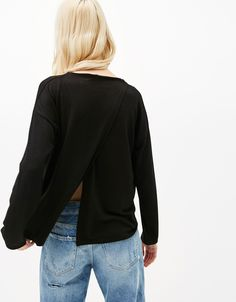 Sweater with back slit. Discover this and many more items in Bershka with new products every week