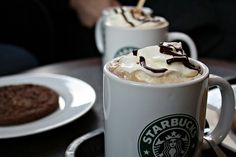 starbucks i love it. i can´t live without his white mocca, chai tea soy and his white chocolat cookies! Starbucks Drinks, Starbucks Coffee, White Chocolate Mocha, Chocolate Food, Tasty, Yummy Food, Tumblr, I Love Coffee, Coffee Time