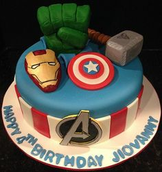 If you are having Marvel themed party, this avengers cake is perfect for you! Check more Marvel cake designs in our gallery. Avengers Birthday Cakes, 1st Birthday Cakes, Superhero Birthday Party, Birthday Ideas, Pastel Avengers, Avengers 2, Bolo Angry Birds, Marvel Cake, Avenger Cake