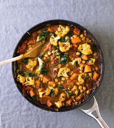 Cauliflower and Tomato Coconut Curry is just what we need this holiday season. Made by: @acouplecooks #realfood #FoodArt