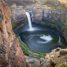 Paradise Falls, Washington (State), USA