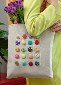 15 Ways to Accessorize Your Canvas Zipper Bags Fabric Crafts, Sewing Crafts, Sewing Projects, Craft Projects, Diy Tote Bag, Diy Bags, Diy Bag Designs, Design Ideas, Jute Bags