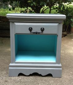 Easy tricks for Nightstand makeover ideas that will makeup the bedroom design Part Refurbished Furniture, Repurposed Furniture, Furniture Makeover, Painted Furniture, Gray Nightstand, Nightstands, Dressers, Gray Dresser, Silver Dresser