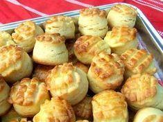 // Ez a pogácsa nem szárad ki, nem szikkad meg, kívül van egy leheletvékony, vajas kérge, belül puha, foszlós. Na, és elronthatatlan! A mérce 2,5 dl-es bögre! Hozzávalók: – 4 bögre liszt – 1 kocka... My Recipes, Bread Recipes, Cooking Recipes, Recipies, 3 Day Juice Cleanse, Bread Dough Recipe, Savory Pastry, Hungarian Recipes, Hungarian Food