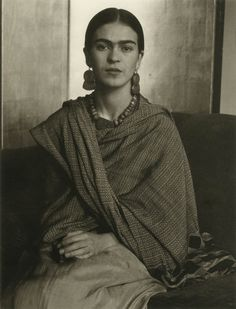 Frida Kahlo by Imogen Cunningham, Imogen took a few photographs of Frida Kahlo, when she was in San Francisco with Diego Rivera in Diego Rivera and Frida Kahlo arrived in San Francisco in November, so that Diego could paint a few murals in the city. Diego Rivera, Frida E Diego, Frida Art, Imogen Cunningham, Edward Weston, Mexican Artists, Studio 54, Black And White Portraits, Famous Artists