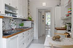 Alvhem Mäkleri och Interiör | För oss är det en livsstil att hitta hem. Scandinavian Design, Sweet Home, Kitchen Cabinets, September, Home Decor, Environment, Seating Areas, House Beautiful, Interior Design