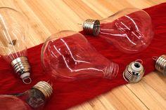 Λάμπα Πλαστική Ανοιγόμενη Μεγάλη PLI153427-7  Λάμπα πλαστική ανοιγόμενη μεγάλη, διαστάσεων 7cm x 11cm.Γεμίστε την με υλικά της αρεσκείας σας και δημιουργήστε πρωτότυπα και μοναδικά προϊόντα.