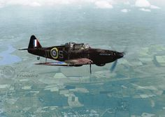 Aircraft - Grande Bretagne, Un chasseur Boulton Paul Defiant de la RAF en vol Aircraft Photos, Ww2 Aircraft, Military Aircraft, Gun Turret, Pilot, The Spitfires, Aviation Image, Ww2 Planes, Battle Of Britain