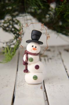 Topsy-Turvy Clay or fondant Snowman Ornament by Creative Contours Sculpey Clay, Polymer Clay Ornaments, Polymer Clay Projects, Polymer Clay Creations, Polymer Clay Art, Clay Christmas Decorations, Polymer Clay Christmas, Xmas Crafts, Diy Crafts