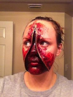 Zipper Halloween Makeup is for those who have planned to scare everyone with their dread looks. Diy Halloween Makeup Effects, Zipper Halloween Makeup, Halloween Makeup Looks, Badass Halloween Costumes, Hallowen Costume, Halloween Art, Zipper Face Costume, Zipper Face Makeup, Horror Makeup