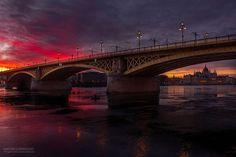 Como o fotógrafo Mark Mervai procura as duas alturas do dia em que Budapeste se torna mais bela e mágica.