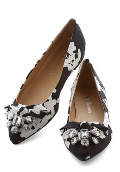 Wow About That? Flat in Floral. You exhibit awe-inspiring allure when you step out in these floral flats from CL by Laundry! #black #modcloth