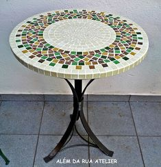 mesa de mosaico | www.alemdaruaatelier.com.br | Veronica Kraemer | Flickr Mosaic Outdoor Table, Mosaic Tile Table, Mosaic Coffee Table, Outdoor Table Tops, Mosaic Tile Art, Mosaic Artwork, Mosaic Diy, Mosaic Crafts, Tile Tables
