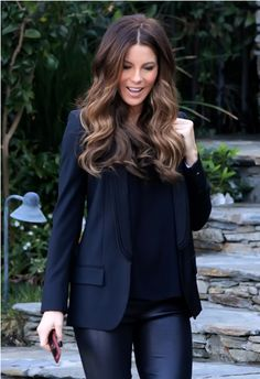 Kate Beckinsale - great hair and black outfit